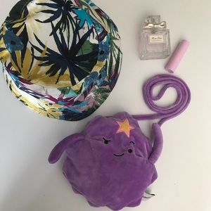 Cute little purse to spice up the outfit